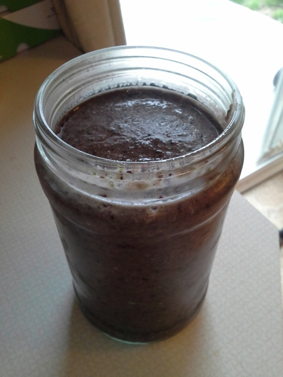 Banana+apple+blueberries+raw coconut milk+spinach